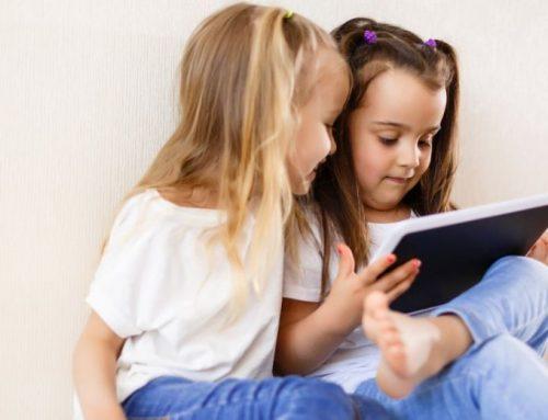 Veel tijd achter scherm slecht voor ontwikkeling kind